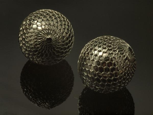 Acrylperlen LANO, mit schwarzem Messingnetz, 18 mm - 1 Stück
