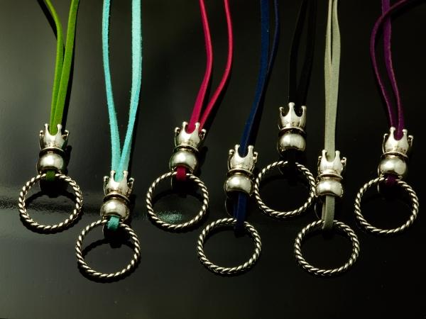 Charms - Basisbänder mit Ring (gedreht) und Krone, 7 Stück, multicolor, Ring 21 mm